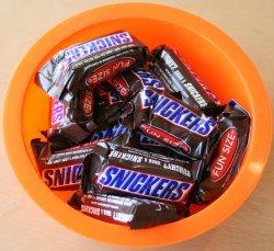 Snickers-in-an-orange-bowl.jpg