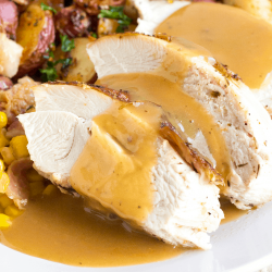 Easy-Turkey-Gravy-Recipe-SQUARE.png