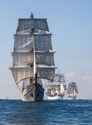 tall_ships_7df95a8e-6eda-4ff1-845e-85153ddc3f09.jpg