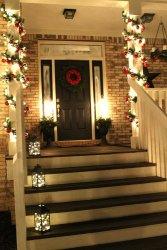 04-christmas-porch-decoration-ideas-homebnc.jpg
