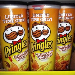 pringles-chicken-and-waffles-chips-1587130034.jpg