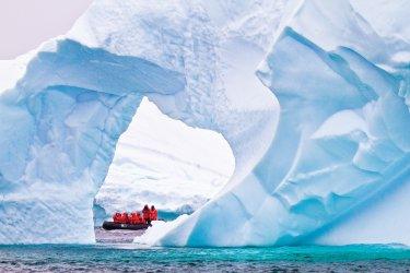 Lindblad-Expeditions-Antarctic-image-230120.jpg