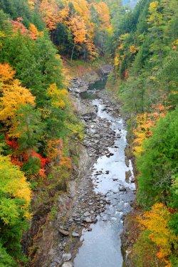 depositphotos_129757352-stock-photo-quechee-gorge-view-in-autumn.jpg