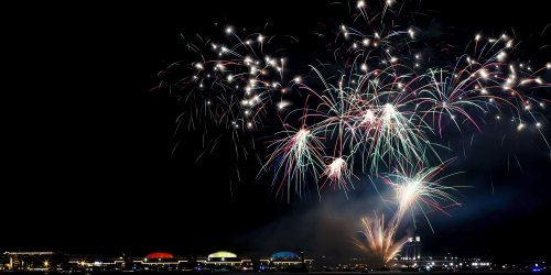 SCIENCE_fireworks-545021878.jpg