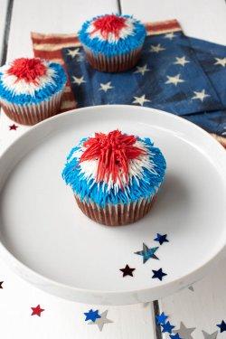 Red-Velvet-Patriotic-Firework-Cupcakes-Picture-12.jpg