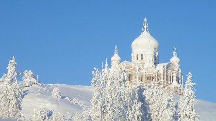 121-1213219_backgrounds-beautiful-places-amazing-landscapes-awesome-winter-church.jpg