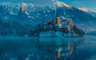 awesome-winter-castle.jpg