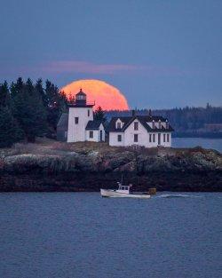 rockport-maine-lighthouse-super-moon.jpg