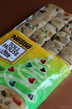 cFestive-Nestle-Toll-House-Holiday-Chocolate-Chip-Cookie-Dough.jpg