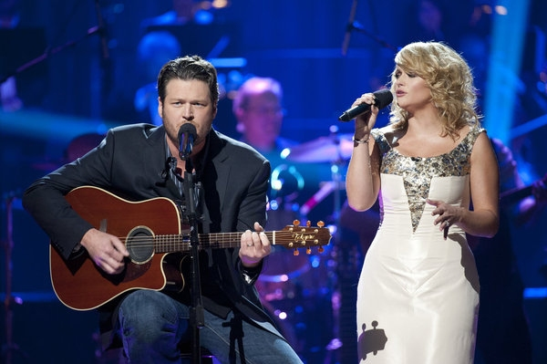 Blake and Miranda Go Home for Christmas