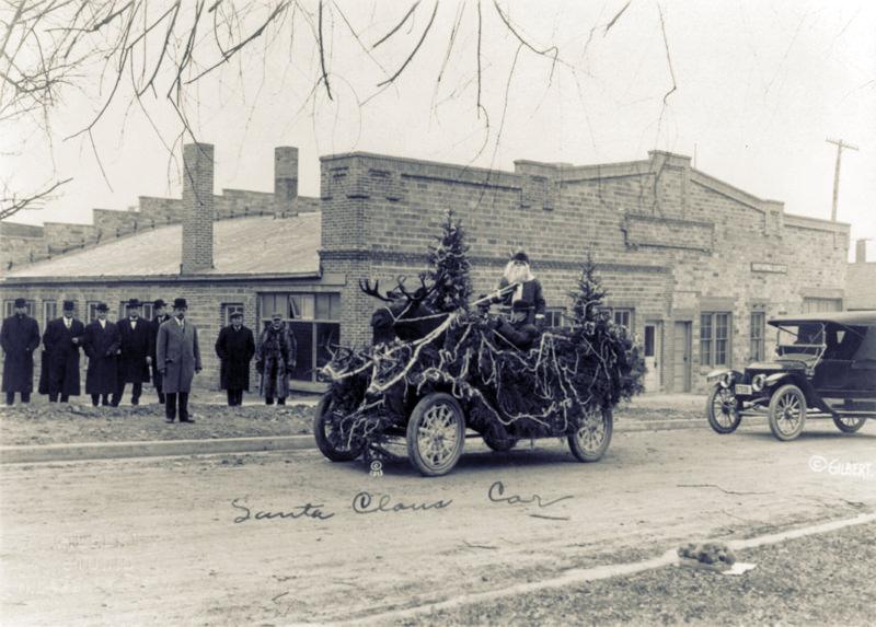 1913-Santa-Claus-car-Iowa
