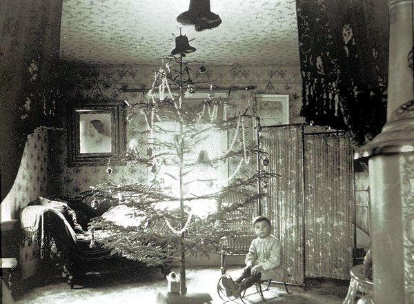 1880 Christmas Tree