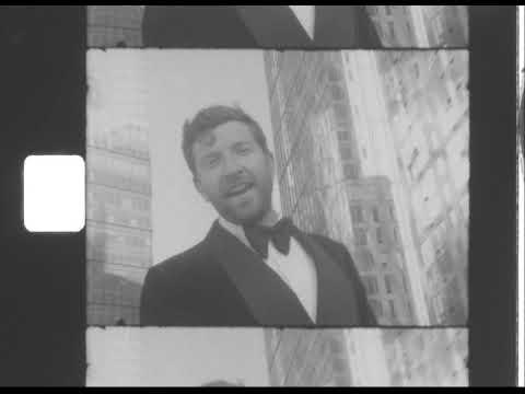 Brett Eldredge Announces Mr. Christmas Album